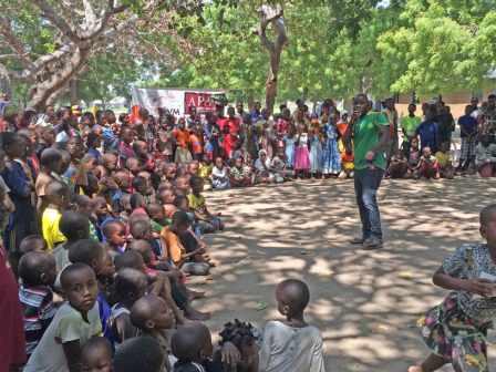 Bagamoyo - Intrattenimento per bambini durante l'evento di sensibilizzazione sulla violenza di genere