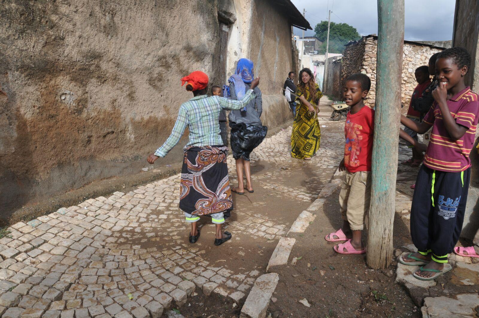 Laila per le strade di Injibara
